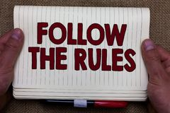 L'écriture des textes d'écriture suivent les règles L'ordre de signification de concept quelqu'un bâton à certain pays d'endroit  photos stock