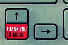 L'écriture des textes d'écriture vous remercient tellement Expression de signification de concept des salutations de gratitude d' photographie stock libre de droits