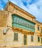 L'édifice avec le grand balcon, Nadur, Gozo, Malte photo libre de droits