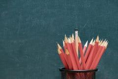 L'éducation est de connaître la solution Le crayon est mis dans une boîte image stock