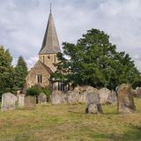 L'église au village de Shere, Surrey Photographie stock libre de droits