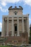 L'église avec les grandes colonnes photo stock