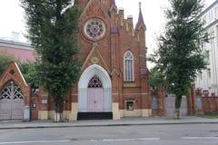 L'église catholique dans le style gothique dans la ville d'Irkoutsk Image stock