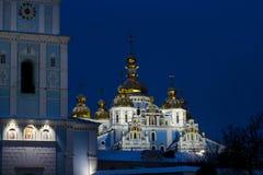 L'église de Catherine antique - église orthodoxe de patriarcat de Kiev illuminée par des lumières la nuit Monument architectural  images stock