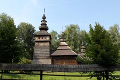 L'église de Saint-Nicolas est la pièce maîtresse du musée de Lviv de l'architecture et de la culture folkloriques Photo libre de droits