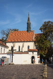 L'église de St Giles et la croix de Katyn à Cracovie Pologne Photos libres de droits