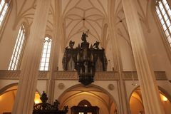 L'église de St Jacob l'aîné est une église gothique en retard de hall de trois-Nave située sur Jakub Square à Brno images stock