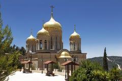 L'église de tous les saints dans la terre du Russe a éclairé du couvent orthodoxe russe de Gornensky du chant religieux russe image stock