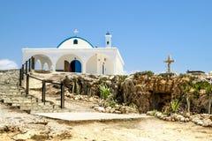 L'église du saint Thecla sur la mer Méditerranée dans Ayia Napa Photo stock