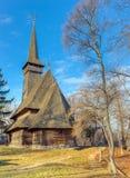 L'église en bois de Dragomiresti dans le musée de village, Bucarest, Roumanie Photographie stock