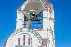 L'église et c'est des cloches Images stock