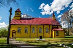 L'église et croisent toute a fait du bois Photographie stock libre de droits