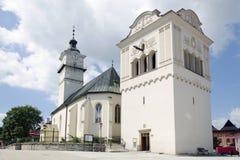 L'église et le beffroi dans Spisska Sobota Photo stock