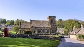 L'église et le cimetière anglais du 12ème siècle ont trouvé au R-U Image stock