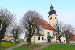 L'église paroissiale du Gallus de St dans la municipalité Schoerfling l'autriche images libres de droits