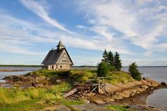 L'église ruinée au coucher du soleil, ceci est l'endroit où ils ont filmé le film par directeur russe Pavel Lungin Image stock