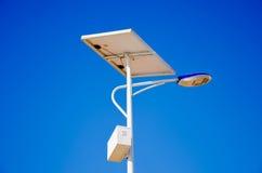 L'électricité des piles solaires Photo stock