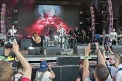 L'électro bande d'ONUKA exécute au festival de week-end d'atlas Kiev, Ukraine Photos stock