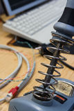 L'électronique de bureau d'espace de travail d'ingénierie de plan rapproché de fer à souder je Photographie stock libre de droits