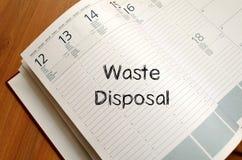 L'élimination des déchets écrivent sur le carnet Image libre de droits
