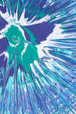 L'émeraude, bleu, la peinture de jet blanche éclabousse sur le carton Photos libres de droits