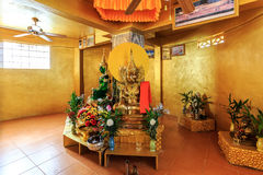 L'émeraude et golen des statues de Bouddha en Wat Koh Sirey Phuket, Thail Images stock