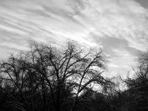 L'émergence du soleil des nuages dans le ciel Photographie stock libre de droits