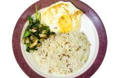 L'émoi a fait frire le plat d'oeuf au plat de riz cuit par légume images stock