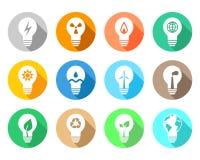 L'énergie et l'industrie ont rapporté l'ampoule réglée avec différentes icônes Photo stock