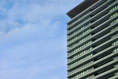 L'énergie solaire d'utilisation de bâtiments au lieu du courant électrique Images libres de droits