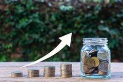 L'épargne d'argent, investissement, gagnant l'argent pour l'avenir, concept financier de gestion de richesse photographie stock