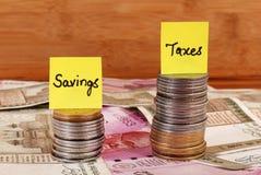 L'épargne et impôts photographie stock libre de droits