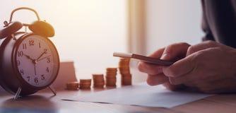 L'épargne, finances, économie et budget à la maison images libres de droits