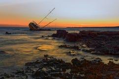 L'épave de voilier, yacht s'est décomposée et a ruiné Photographie stock