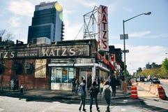 L'épicerie de renommée mondiale du ` s de Katz à Manhattan photos libres de droits