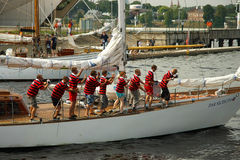 L'équipage du bateau pendant les bateaux grands emballe Photographie stock