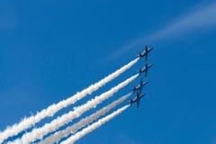 L'équipe acrobatique aérienne exécute le vol Photos stock