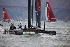 L'équipe américaine salue la foule dans les chemins de navigation de la cuvette de l'Amérique pour la cuvette de Louis Vuitton Photo stock