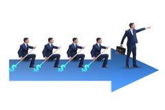 L'équipe d'hommes d'affaires dans le concept de travail d'équipe avec le bateau Image libre de droits