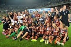 L'équipe de football de Shakhtar prennent la photo avec des récompenses Image stock