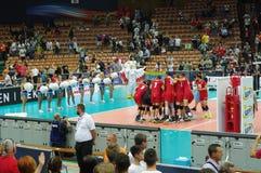 L'équipe de la Belgique célèbre le match de volley de gain avec des Frances Photos stock