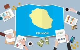 L'équipe de nation de croissance de pays d'économie de l'Afrique de la Réunion discutent avec la vue de cartes de pli à partir du Photographie stock