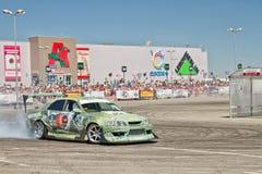 L'équipe de voiture de dérive X-ronde écrit la courbure avec le glissement Photos libres de droits