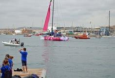 L'équipe SCA de dames quittant le port d'Alicante pour la course d'océan de Volvo Photo stock