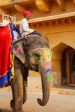 L'équitation de Mahout a décoré l'éléphant à l'intérieur de courty principal de Jaleb Chowk Photo libre de droits