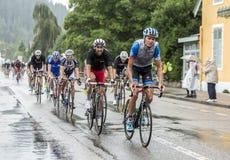 L'équitation de Peloton sous la pluie - Tour de France 2014 Image stock