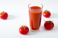 L'été sain régénérateur de boissons de boissons de jus de tomates boit Photo stock