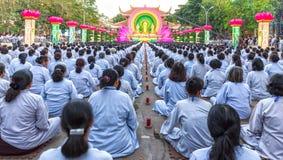 L'étape bouddhiste de groupe sont valide vers Bouddha Amitabha Photo libre de droits