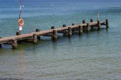 L'étape d'atterrissage de bateau avec baigner des échelles et la délivrance sonnent photo stock