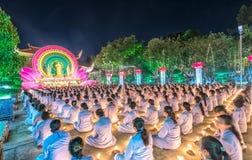 L'étape orientée femelle de festival de bouddhistes chickened Bouddha Amitabha Photo stock